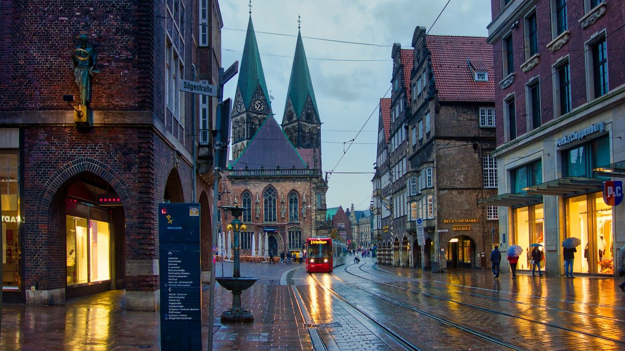 Bremen City Tram Road Buildings  - MarinkasTravels / Pixabay