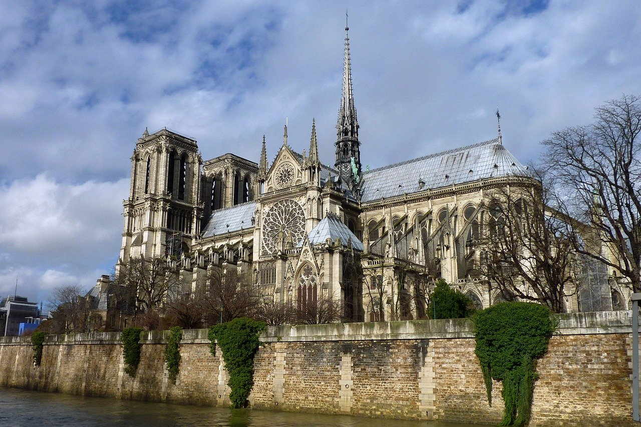 Notre Dame Cathedral River Church  - Hermann / Pixabay