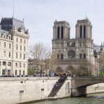 Notre Dame Bridge River Tourists  - FrauOdilo / Pixabay